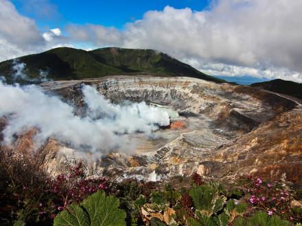 Poás-Volcano